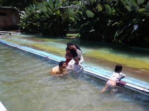 Kolam Bah Dam.. Renang di air asli mata air...(yg bingung abaikan saja) :D