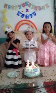 Semangatnyaa nyanyi selamat ulang tahun