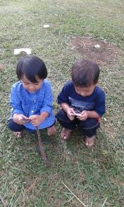 (Caca & Cahyo) ngbrolin apalah anak2 ini...:D