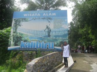 Jalan masuk menuju Puncak Kalibiru