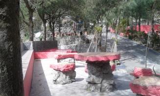 Meja dan tempat duduk pink