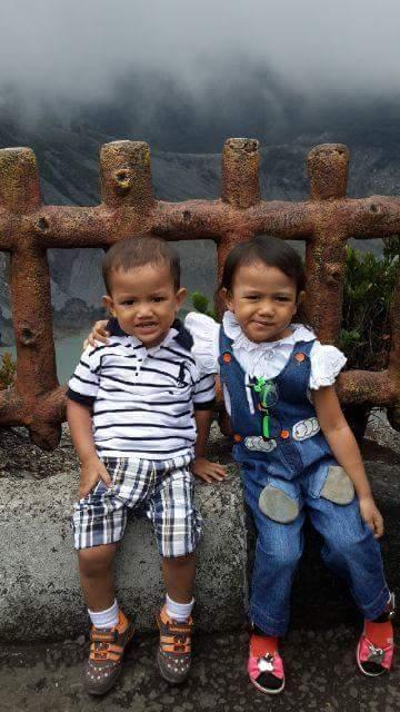 Caca dan Cahyo di Tangkuban Perahu