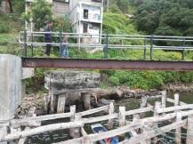 Cahyo menaklukkan jembatan kecil, cayo!!